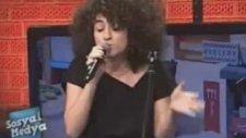 Dilan Çıtak'ın Sahnede Şarkı Söylediği O Görüntüler!