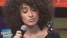 İşte Dilan Çıtak'ın Sahnede Şarkı Söylediği O Görüntüler!