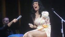 Katy Perry Sahnede Rezil Oldu