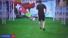 Lionel Messi Japon Robot'a Karşı!
