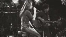 Shakira - Moscas En La Casa