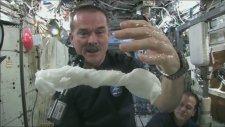Uzayda Çamaşır Yıkamak