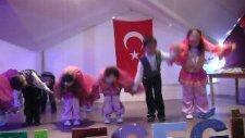 Ece'nin 23 Nisan Dans Gösterisi