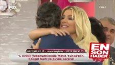 Songül Karlı Canlı Yayında Eşini Öptü Okşadı!