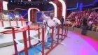 İlker Ayrık'tan Karate Şov (Ben Bilmem Eşim Bilir)
