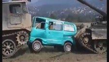 Tanklar Arabayı Kağıda Çeviriyor ( Tanks Crashed Car )