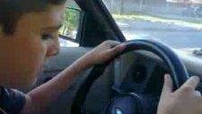 Araba Sürüyorum