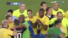 Romanya'da olaylar olaylar! 13 sarı, 6 kırmızı kart!