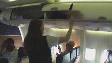 Hostese Uçakta Şaka