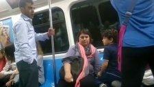 Metroda Dayak Yiyen Eylemci