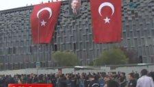 Polis Sloganlar Eşliğinde Akm'ye Bayrak Astı