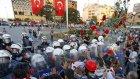 Taksim'de Karanfilli Eylem