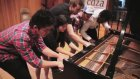 1 Piyanoyu 5 Kişi Çalarsa