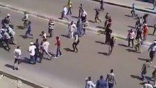 Mursi destekçileri askere saldırdı!