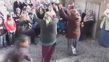 Teyzelerden Yatcaz Kalkcaz Dansı!