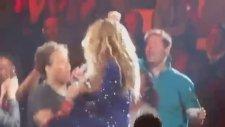 Beyonce, Hayranını İşte Böyle Bayılttı!