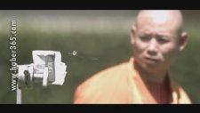 İğneyle Cam Kıran Budist
