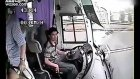 Şoför Otobüs camından böyle fırladı!