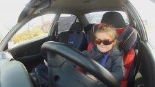 3 Yaşındaki Çocuk Araba Sürüyor