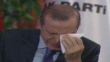 Başbakan Erdoğan canlı yayında gözyaşlarına boğuldu