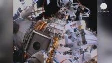 Rus Kozmonotlar Uzay Yürüyüşünde