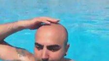 Havuzda Saç Dağıtmak
