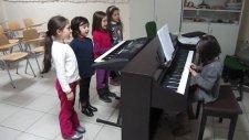 1/A Sınıfı Yağmur Bakal ve Arkadaşları Okul Yolu Şarkısı Topkapı Doğa Koleji