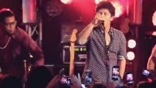 Bruno Mars - Locked Out Of Heaven (Live İn Paris)