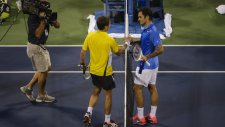 Federer Robredo'ya boyun eğdi!