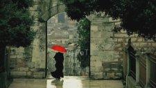 Brenna Maccrimmon - Şemsiyemin Ucu Kare