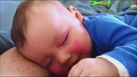 Rüyasında Gülen Bebek