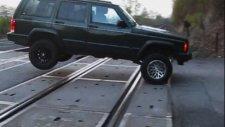 Hemzemin Geçitte Uçan Jeep