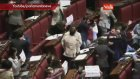 İtalya Meclisinde Vekiller parlamentoda öpüştü
