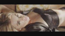 Keeley Hazell FHM'ye verdiği pozlarla büyüledi