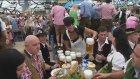 Oktoberfest'in Garsonları