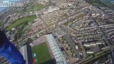 Paraşütle Stadyumun İçine Dalmak