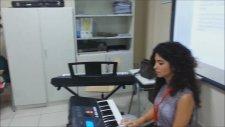 Topkapı Doğa Koleji 2/C Sınıfı - Cemre Arslan Öğretmen (Okul Yolu) Piyano İle