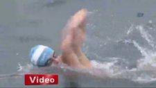 Arjantinli yüzücü, İstanbul Boğazı'nı yüzerek geçti