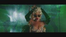 Rihanna - Pour It Up (Official Music Video)