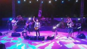 Leyla The Band - Eksik Bir Şey Mi Var? (Canlı Performans)
