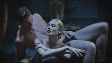 İşte Candice Swanepoel'ın Yasaklanan Reklamı