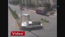 Erzurum'da dikkatsiz vatandaşların kazaları MOBESE'de