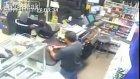 Hırsıza Kılıç Çeken New York'lu Esnaf