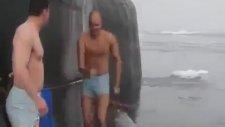 Kuzey Buz Denizinde Yüzme Keyfi