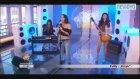 Patty Grubunun Gitaristi Canlı Yayında Yarıçıplak Gitar Çaldı