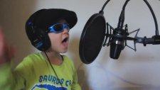 2 Yaşındaki Geleceğin Rap Yıldızı