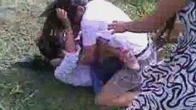 Liseli Kızların Kavgası