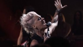 P!nk - Are We All We Are (Canlı Performans)