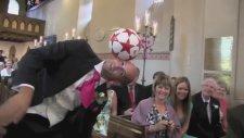 Düğünde Damattan Top Sektirme Şovu