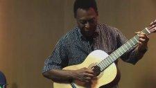 Efsane Golcü Pele'den Gitar Dinletisi